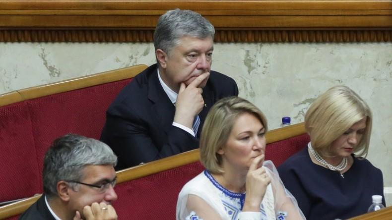 Ukrainischer Ex-Präsident Poroschenko bei Nickerchen während Parlamentssitzung erwischt
