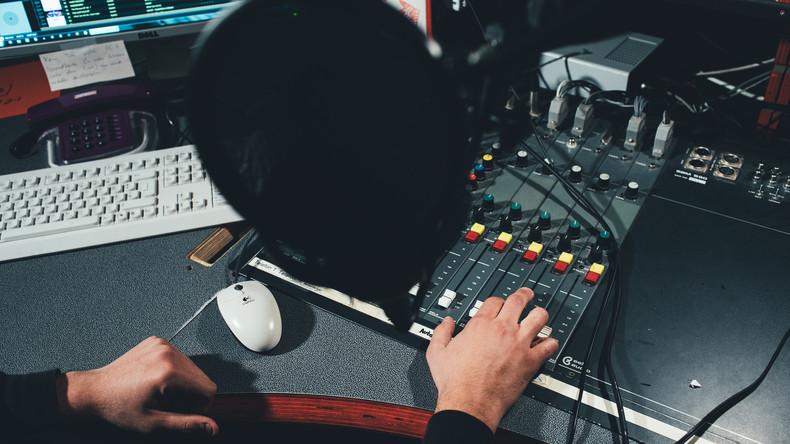 Stadion oder Studio? Österreichischer Radiosender empört mit peinlicher Fake-Übertragung