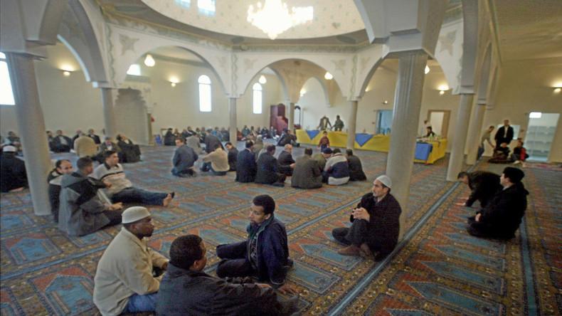 Frankreich: Verletzter Autofahrer fährt in Moschee
