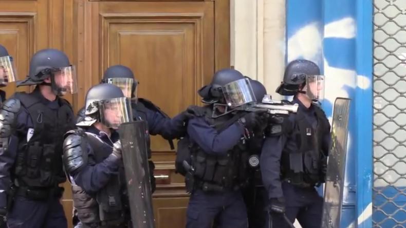Frankreich: Tränengas und Scharmützel währendder 45.Proteste der Gelbwesten