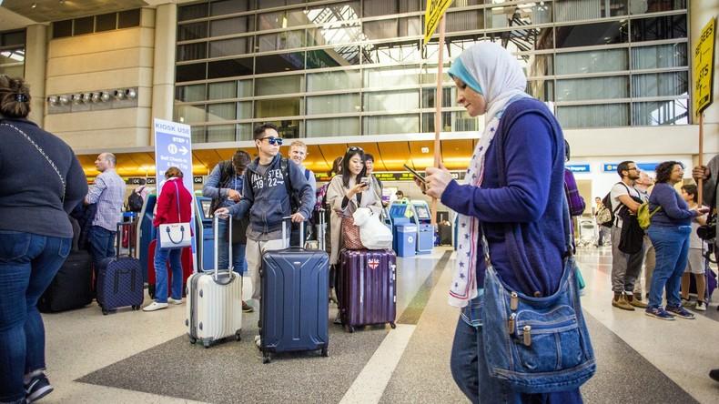 Junge Muslima verklagt kanadische Fluggesellschaft wegen Sicherheitsüberprüfung am Flughafen