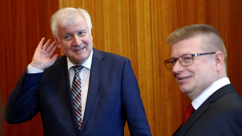 """Neue Aufgabe für Verfassungsschutz: """"Rechtsextremistische Umtriebe im öffentlichen Dienst"""" aufspüren"""