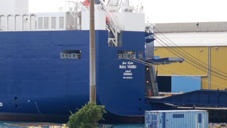 """Protest in Italien gegen Waffenlieferungen: """"Das Schiff ist voll mit Waffen für die Saudis"""""""