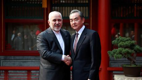 Der iranische Außenminister Mohammed Dschawad Sarif trifft in Peking auf seinen chinesischen Amtskollegen Wang Yi, Februar 2019