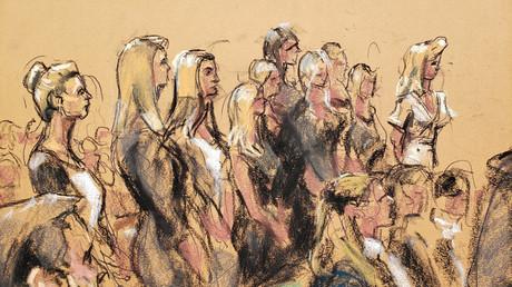 Eine Skizze mutmaßlicher Opfer im Gerichtssaal während einer Anhörung im Strafverfahren gegen Jeffrey Epstein