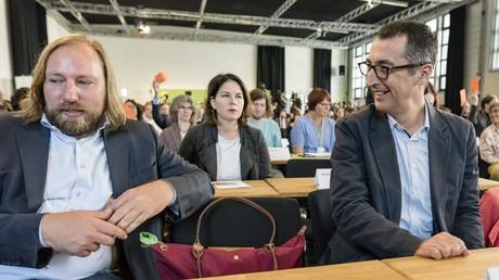 Anton Hofreiter (l.) führt seit 2013 gemeinsam mit Katrin Göring-Eckardt die Fraktion der Grünen. Nun will der Ex-Parteivorsitzende Cem Özdemir an die Spitze der Fraktion.
