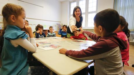 Symbolbild: Deutschunterricht für Schüler einer Grundschule, Berlin, Deutschland, 11. September 2015.