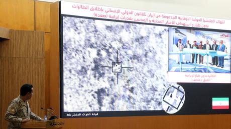 Ein Sprecher der saudisch geführten Koalition präsentiert Satellitenbilder des Drohnenangriffs, Riad, Saudi-Arabien, 16. September 2019
