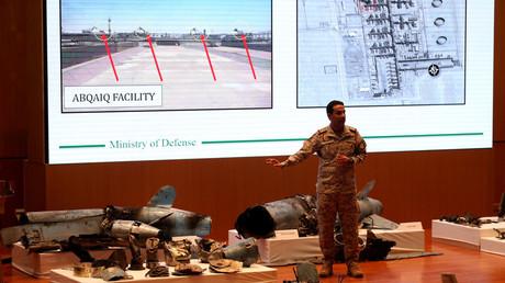 Der Sprecher des saudischen Verteidigungsministeriums Turki al-Malki beschuldigt den Iran, den Angriff unterstützt zu haben: