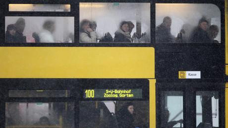 Bus in Berlin, Deutschland, 8. Dezember 2010.