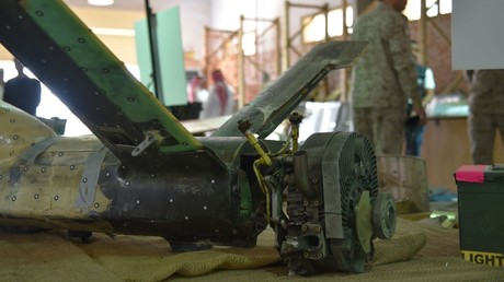 Archivbild, Militärstützpunkt al-Chardsch südlich von Riad, 5. September 2019: Überreste einer abgefangenen, angeblich den Huthis gehörenden Militärdrohne. Gut zu sehen: der Wankelmotor im Bug des Fluggerätes