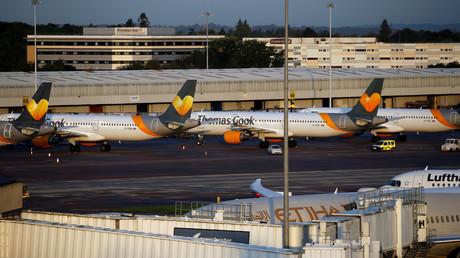 Heben erst einmal nicht mehr ab: Flugzeuge von Thomas Cook am Flughafen Manchester am Montag