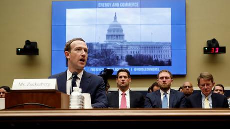 Wasch mir den Pelz, aber mach mich nicht nass – Facebooks Tricksereien mit eigenem Rechtsstatus(Symbolbild: Facebook-Konzernleiter Mark Zuckerberg bei einer Anhörung zur Speicherung und Nutzung von Nutzerdaten vor dem House Energy and Commerce Committee, Washington, 11. April 2018)