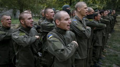 Archivbild: Neue Mitglieder schließen sich dem rechtsextremen ukrainischen Bataillon Regiment Asow an