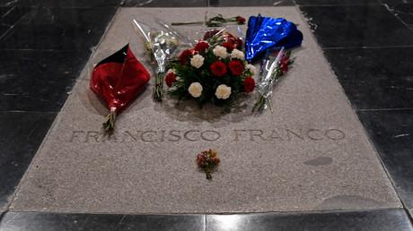 Grabstätte des spanischen Diktators Francisco Franco innerhalb des umstrittenen Monumentalkomplexes