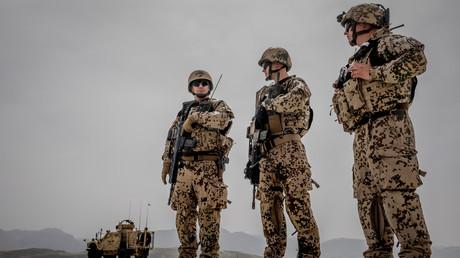 Deutsche Bundeswehr-Soldaten während eines Besuchs von Ursula von der Leyen in Masar-i-Scharif, Afghanistan, 25. März 2018.