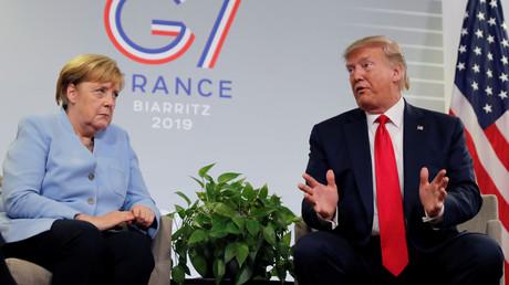 Die deutsche Bundeskanzlerin Angela Merkel und US-Präsident Donald Trump im südfranzösischen Biarritz beim G7-Gipfel, 26. August 2019.
