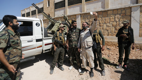 Mitglieder der Islamisten-Gruppierung Dschaisch al-Islam in der Stadt Soussian nahe Aleppo im September 2018