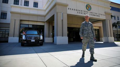 Die US-Präsidentenlimousine parkt vor dem Hauptquartier des Central Command und Special Operations Command in Tampa/Florida (Bild vom 6. Februar 2017).