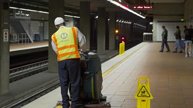 Opernreif: Obdachlose in U-Bahn von Los Angeles wird mit ihrer gewaltigen Stimme zum Star