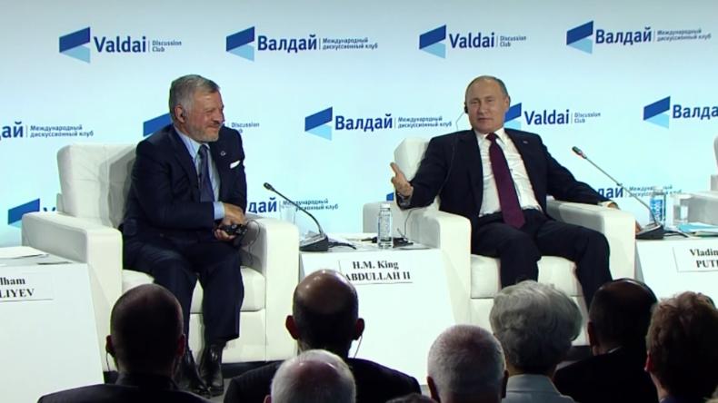 Putin gibt Macron Tipp für Umgang mit Tiefem Staat und macht auf jahrelange US-Lüge aufmerksam