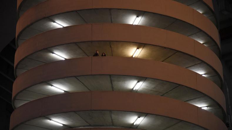 Magische Architektur: Menschen auf Wendeltreppe sorgen für optische Täuschung