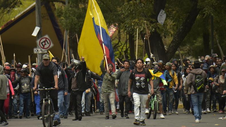 LIVE: Ecuadors Regierung flüchtet – Proteste der Indigenen in Quito