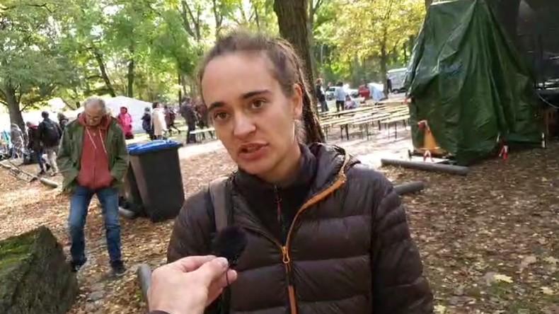 LIVE: Rundgang durch das Protestcamp von Extinction Rebellion + Gespräch mit Carola Rackete