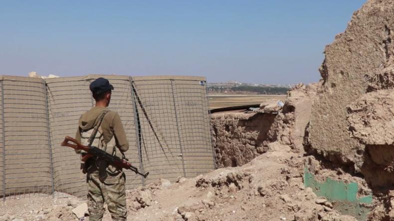 Drohender Konflikt an syrisch-türkischer Grenze: USA lassen Kurden in Militärbasis allein zurück