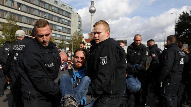 LIVE: Aktivisten von Extinction Rebellion besetzen weitere Brücke in Berlin – Polizei im Einsatz