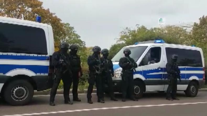 Anschlag in Halle: Mindestens zwei Menschen auf offener Straße erschossen
