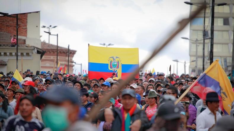 Ecuador: Proteste reißen nicht ab, Regierung aus Hauptstadt geflohen (Video)