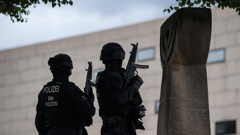 LIVE: Anschlag in Halle – Gedenken vor der Neuen Synagoge in Berlin