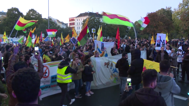 """Deutschland: Proteste in zahlreichen Städten gegen Erdoğans Syrien-Offensive """"Friedensquelle"""""""