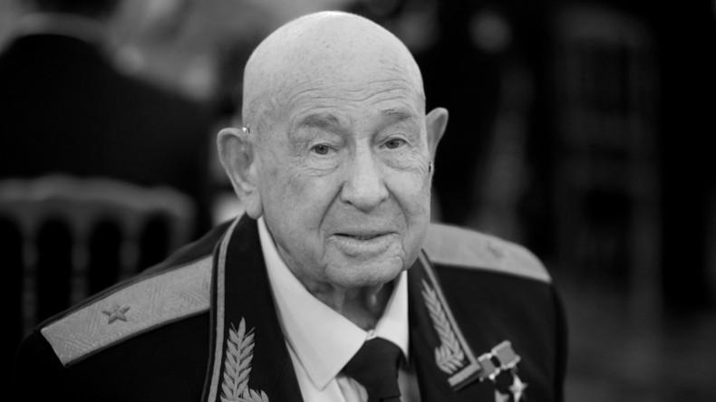 Erster Spaziergänger im All: Russischer Raumfahrt-Pionier Alexei Leonow gestorben