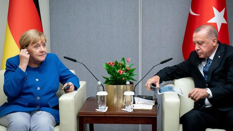 """Merkel fordert von Erdoğan """"umgehende Beendigung"""" der Syrien-Offensive"""