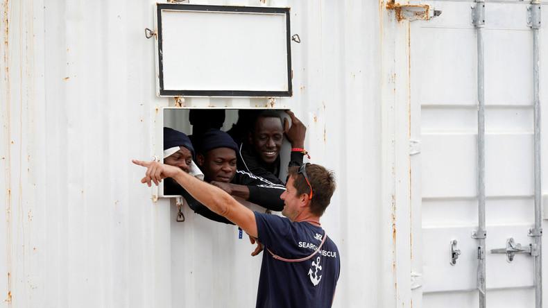 """Italien: 176 gerettete Flüchtlinge der """"Ocean Viking"""" dürfen an Land"""