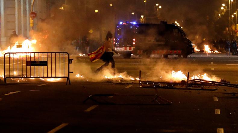 Katalonien: Unruhen weiten sich nach Gerichtsurteilen gegen Unabhängigkeitsbewegung aus (Video)