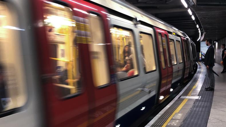 """London: Wütende Pendler verprügeln Aktivisten von """"Extinction Rebellion"""""""