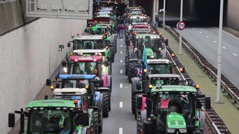 Niederlande: Traktoren blockieren Den Haag aus Protest gegen vorgeschlagene Klimaschutzmaßnahmen