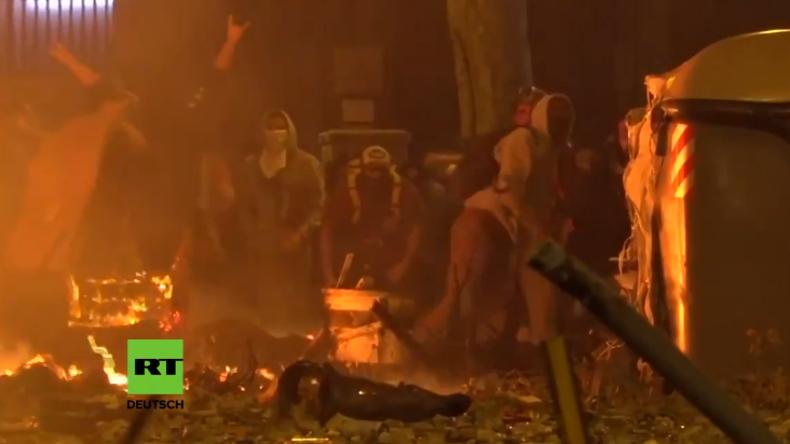 Live: Schwere Krawalle in Barcelona zwischen Demonstranten und Sicherheitskräften