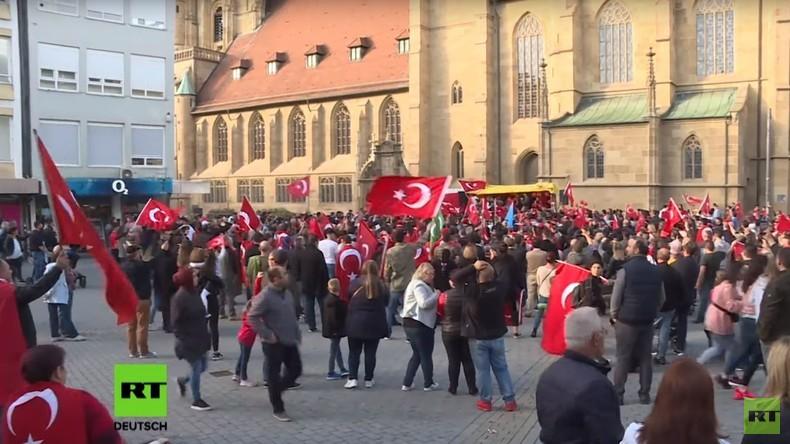 Baden Württemberg: Zwei Demos von protürkischen und prokurdischen Aktivisten