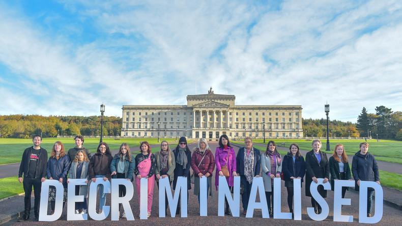 Nordirland beschließt gleichgeschlechtliche Ehe und Abtreibungen unter bestimmten Bedingungen