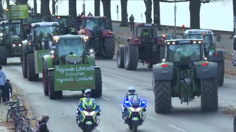 Deutschland: 2.000 Traktoren rollen in Hannover aus Protest gegen Agrarreformen ein