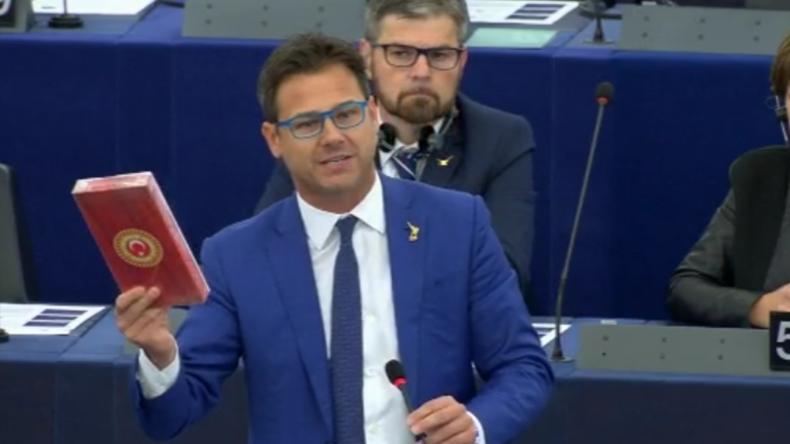 Türkische Offensive in Syrien: Lega-Politiker wirft im EU-Parlament mit Schokolade und wird gesperrt