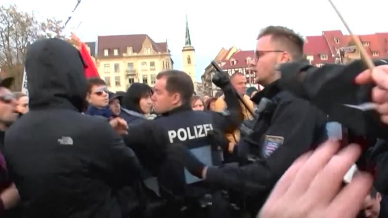 Erfurt: Polizist setzt Schlagstock gegen AfD-Gegner vor Höcke-Auftritt ein
