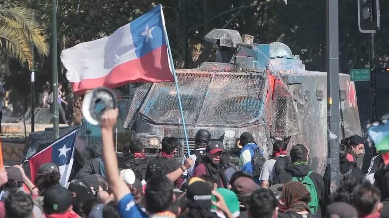 Chile: Hunderttausende fordern Rücktritt des Präsidenten und Generalstreik (Video)