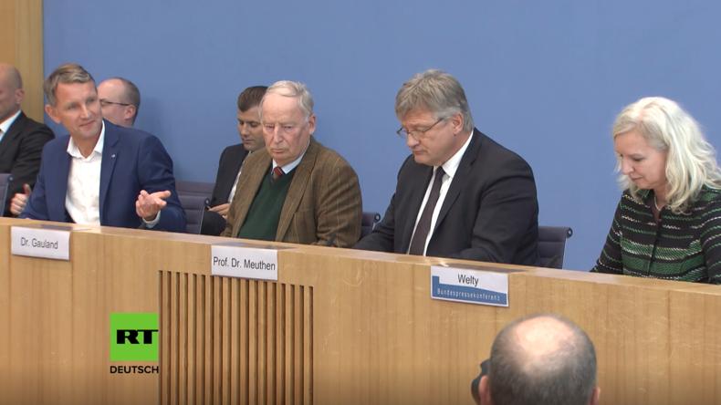 """Bundespressekonferenz: Björn Höcke wirft Medien """"systematisches Mobbing"""" vor"""