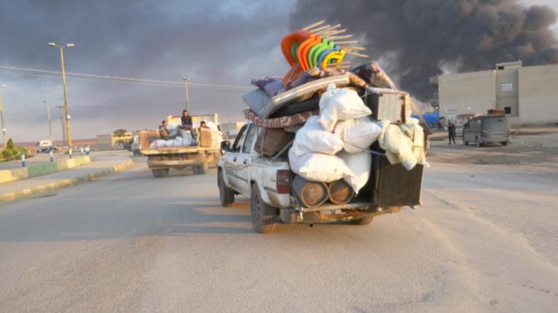 Syrien: Zivilisten fliehen vor Kämpfen mit türkisch unterstützten Truppen