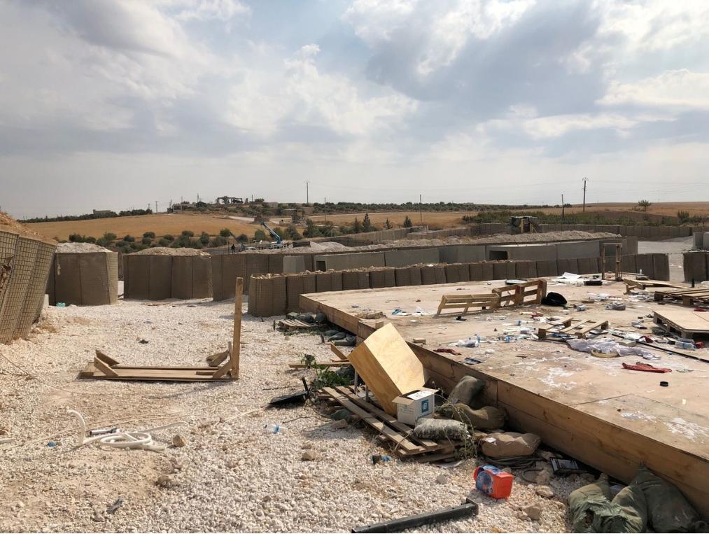 """Syrien: """"Stützpunkte vor US-Rückzug gesprengt?"""" – Syrische Armee übernimmt ehemalige US-Basis"""